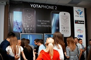 В Молдове продемонстрировали смартфон YotaPhone