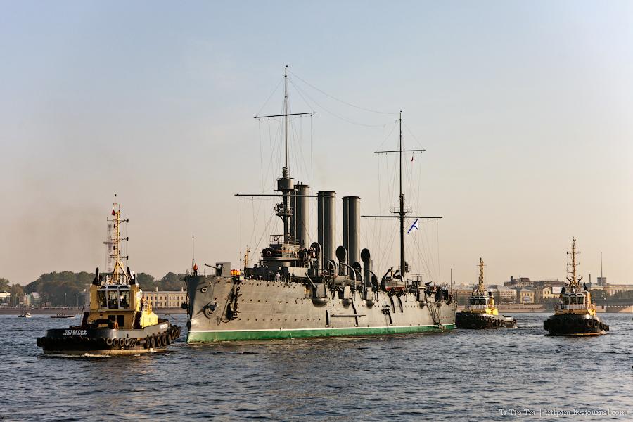 2. 'Аврора' выходит в море.