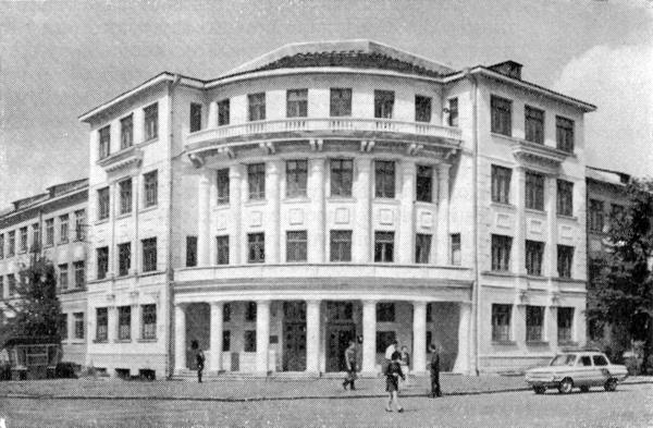 Главный корпус Винницкого государственного педагогического института им. Н. Островского (1970)