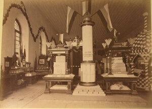 Вид экспонатов писчебумажной фабрики братьев Ятес в фабричном отделе выставки.