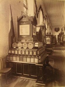 Витрина с изделиями крупчаточной мельницы Ф.А. Малиновцева в фабричном отделе выставки.