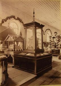 Витрина с изделиями мыловаренного и свечного завода М.П. Понуловского в фабричном отделе выставки.