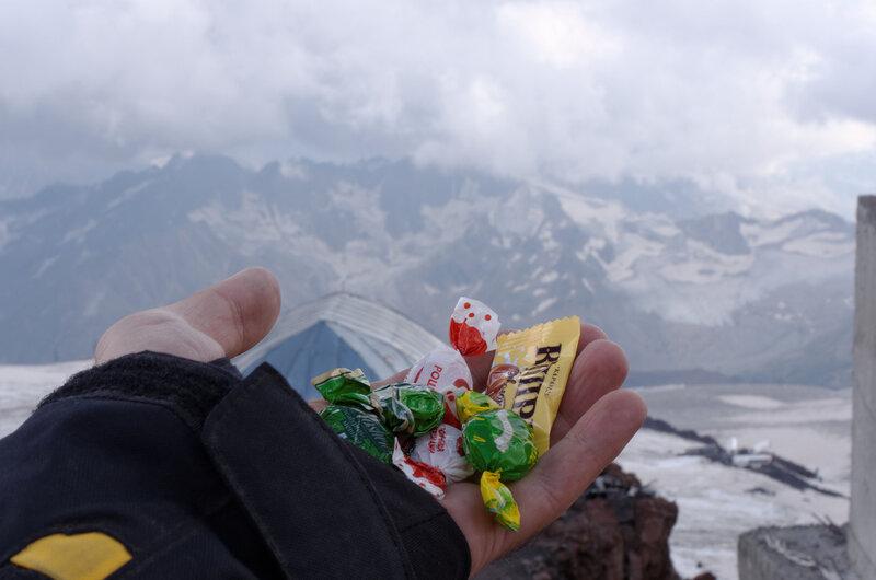 Спонсор нашего восхождения - конфеты марки... ой блин :)