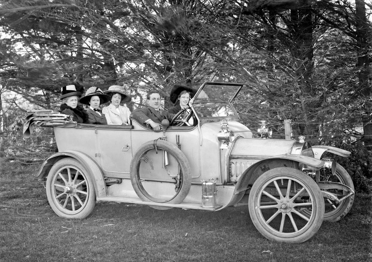 Эх, прокачусь!: Автомобили первой половины 20 века на снимках фотографов (1)