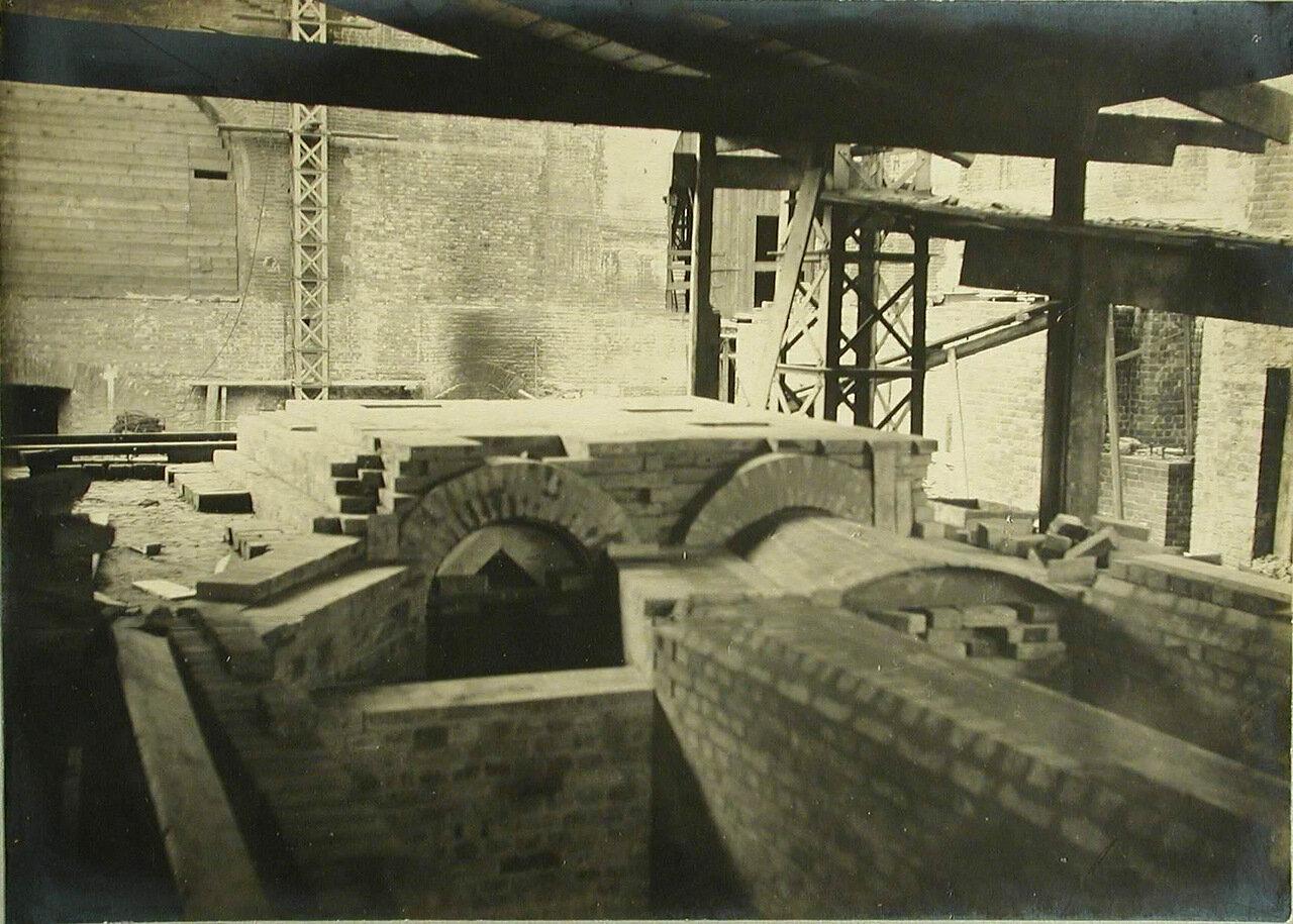 03. Вид сталелитейных печей, установленных в одном из цехов завода. 22 июня 1909