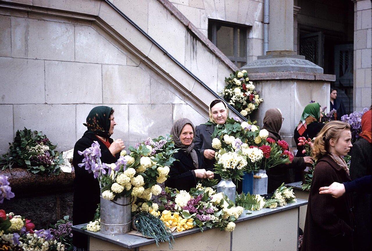 Торговки цветами