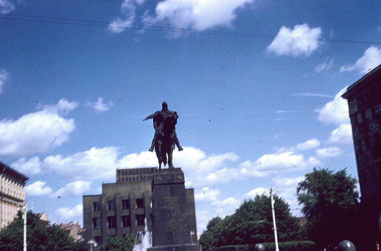 14. Площадь Моссовета