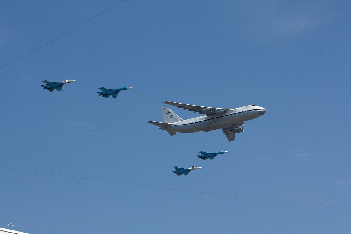 Ан-124 «Руслан» и истребители Су-27