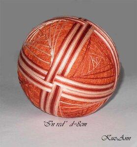 Темари - это вышитые шарики-клубочки.  Древний японский вид рукоделия.  В наши дни темари высоко ценятся как подарки...
