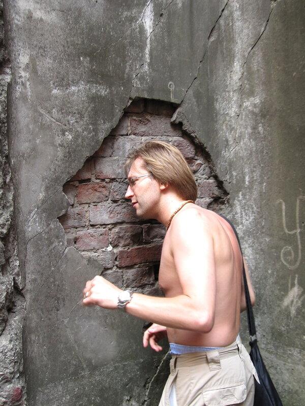 Головой об стену