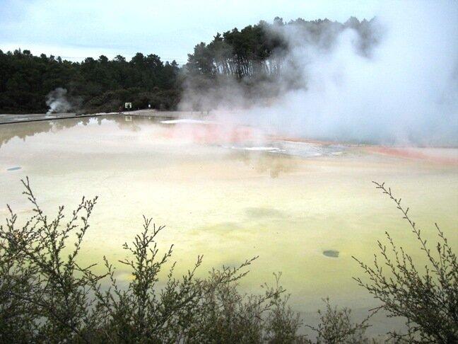Термальное озеро в Таупо, Новая Зеландия