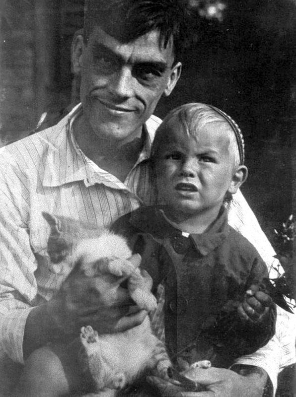 1057 Арсений Тарковский с сыном Андреем.jpg