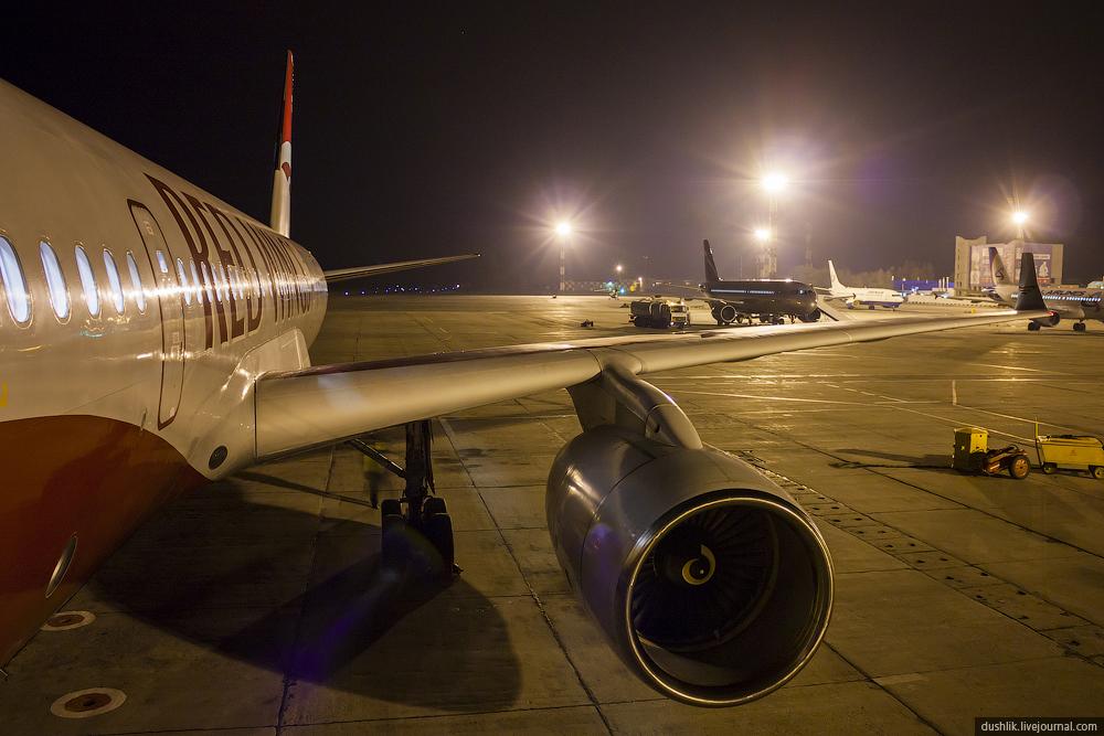 Ночной споттинг в Баландино в честь открытия нового рейса авиакомпании Red Wings