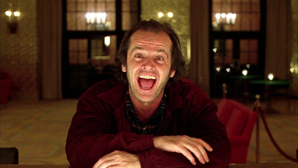 Джек Торренс приехал в элегантный уединенный отель, чтобы поработать смотрителем во время мертвого с