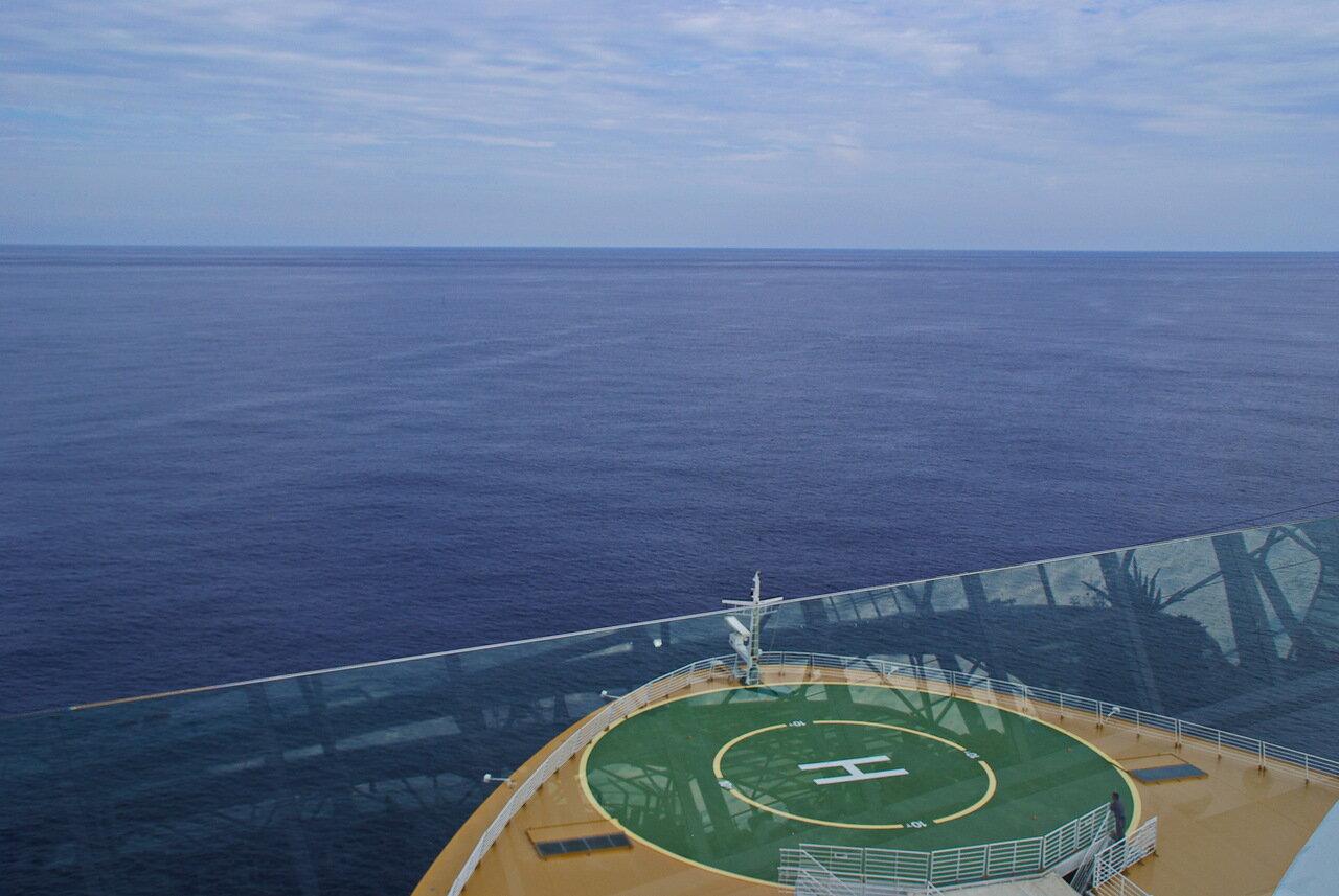 Оазис морей - и роскошь и средство передвижения. Круиз Барселона - Роттердам (часть 2-я)