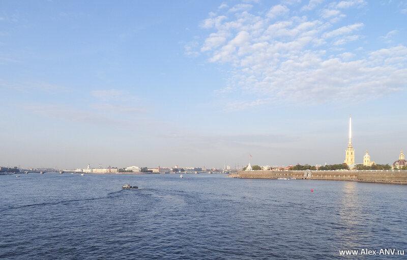 Вид с Троицкого моста на Стрелку