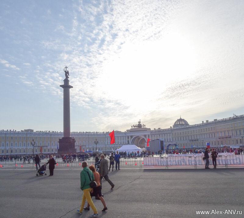 На Дворцовой площади готовятся к марафону