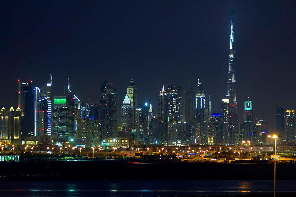 Dubai à noite.