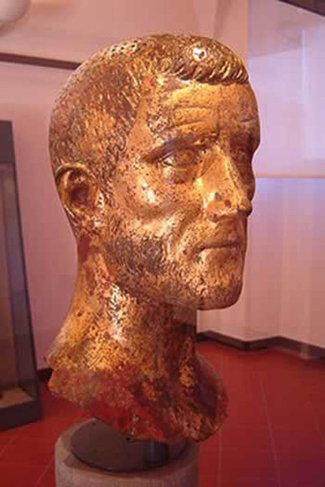 63810880_Claudius_Lucius_Valerius_Domitius_Aurelianus3.jpg