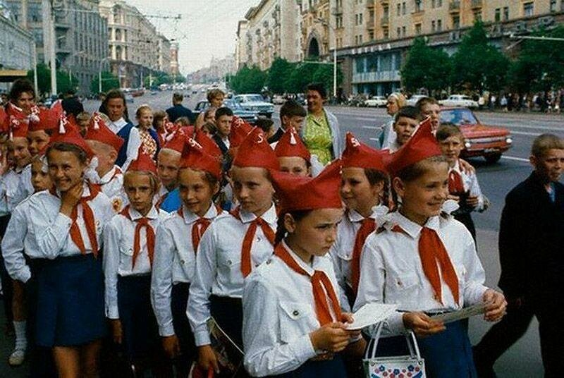 Москва. Пионеры на улице Горького. 1972