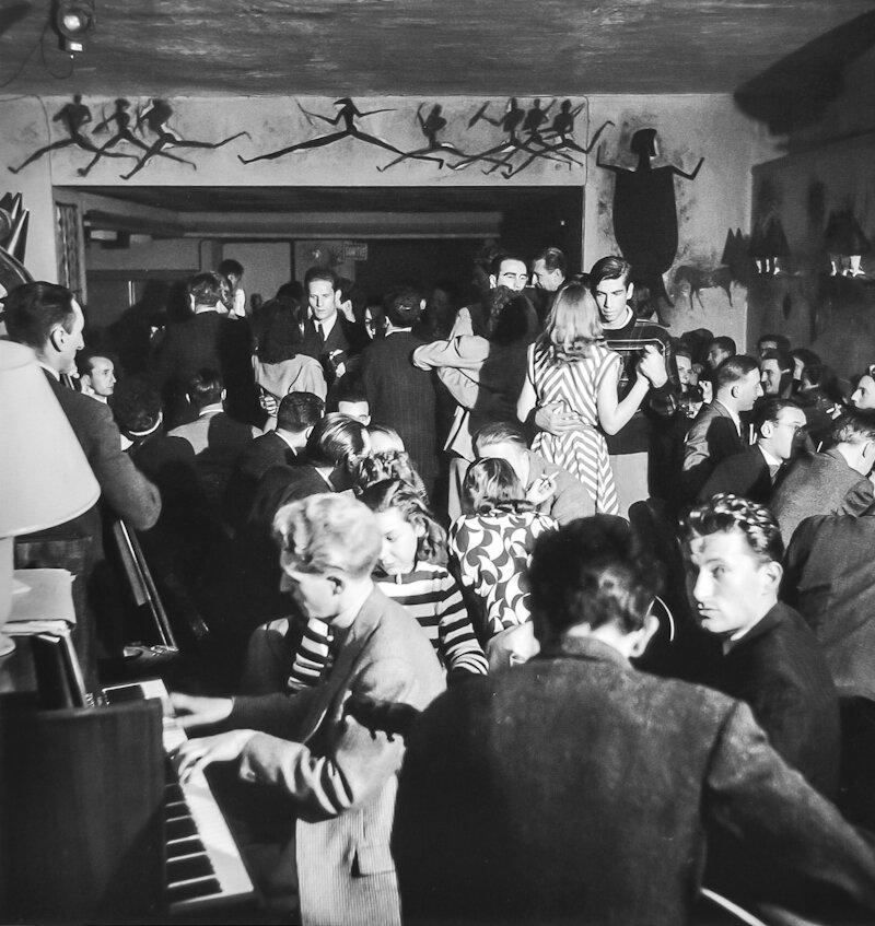 1947. Роже Вадим танцует в «Ла Роза Руж»