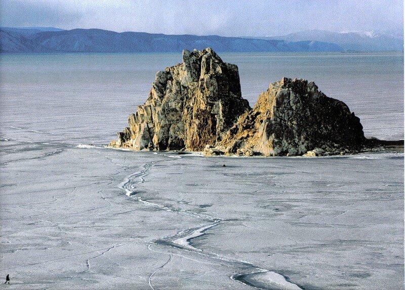 Скала вблизи острова Ольхон