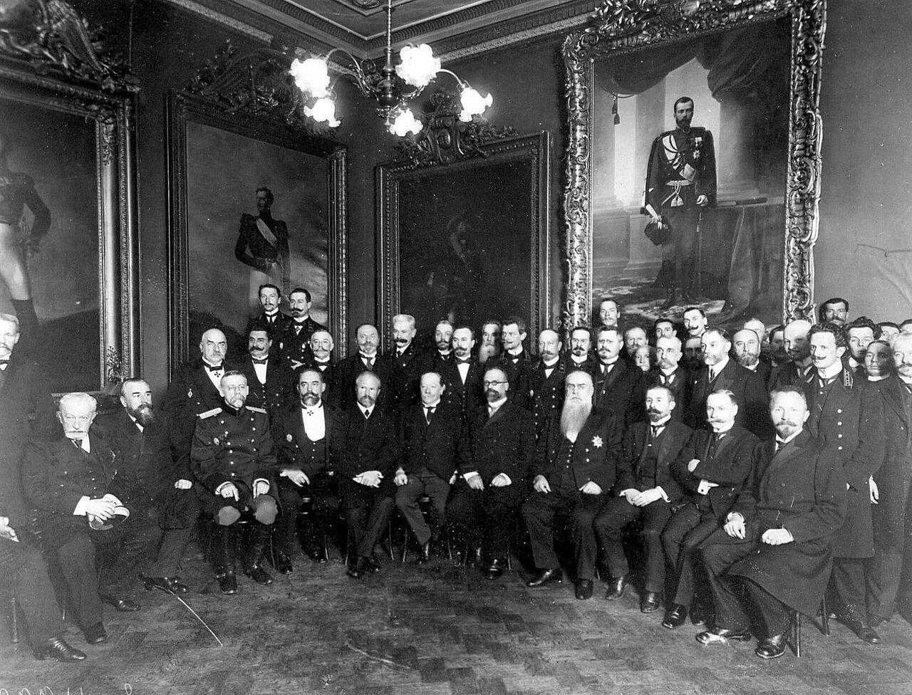 16. Группа во главе с сенатором 1-го департамента Михаилом Петровичем Севастьяновым. 1912