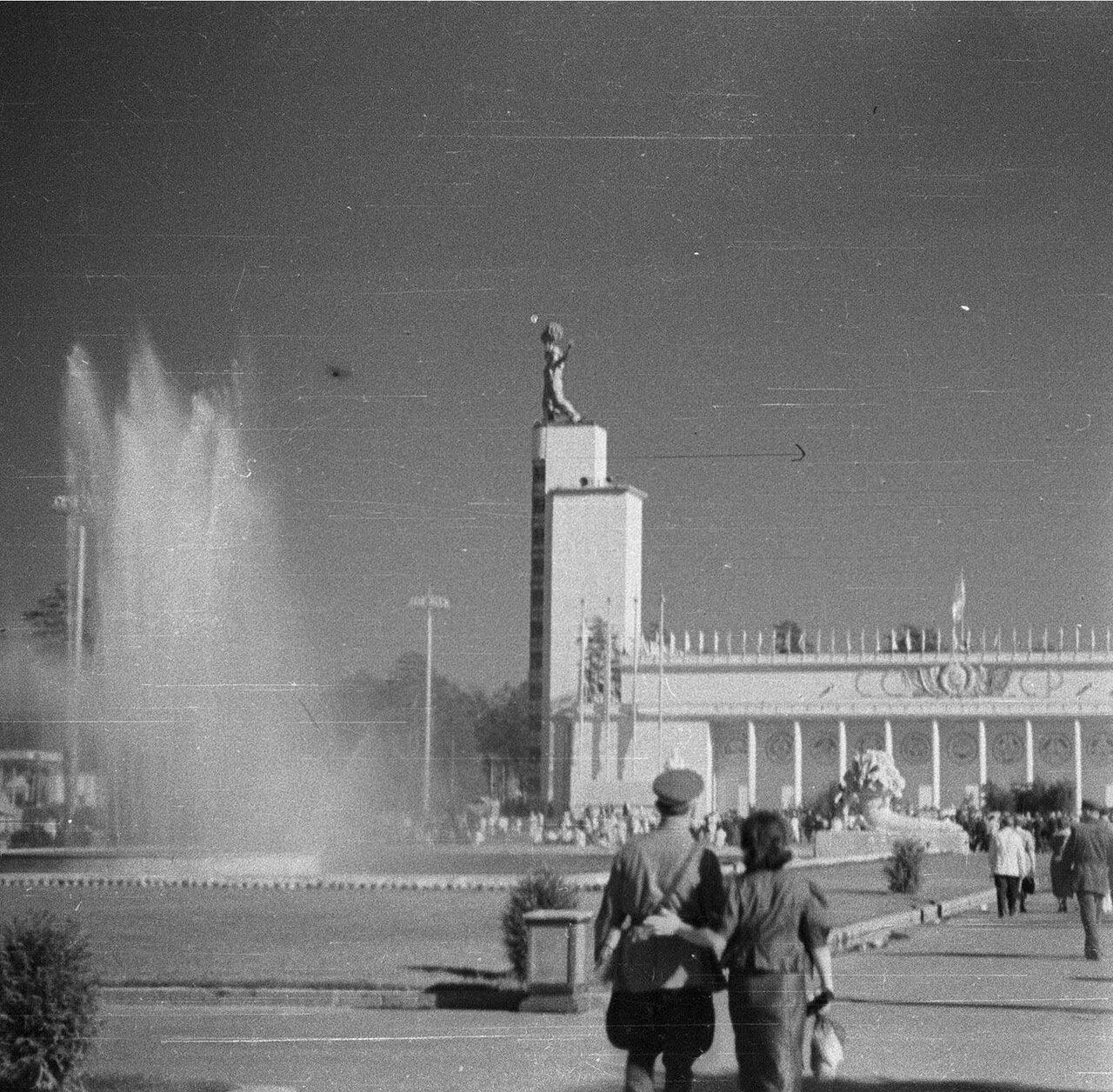 90. Центральный павильон «СССР»