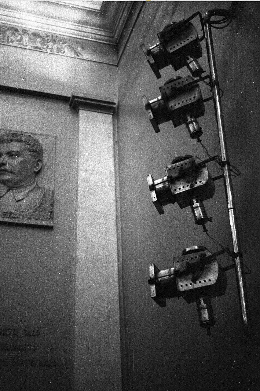 10. Метрополь. Барельеф Иосифа Сталина на стене зала