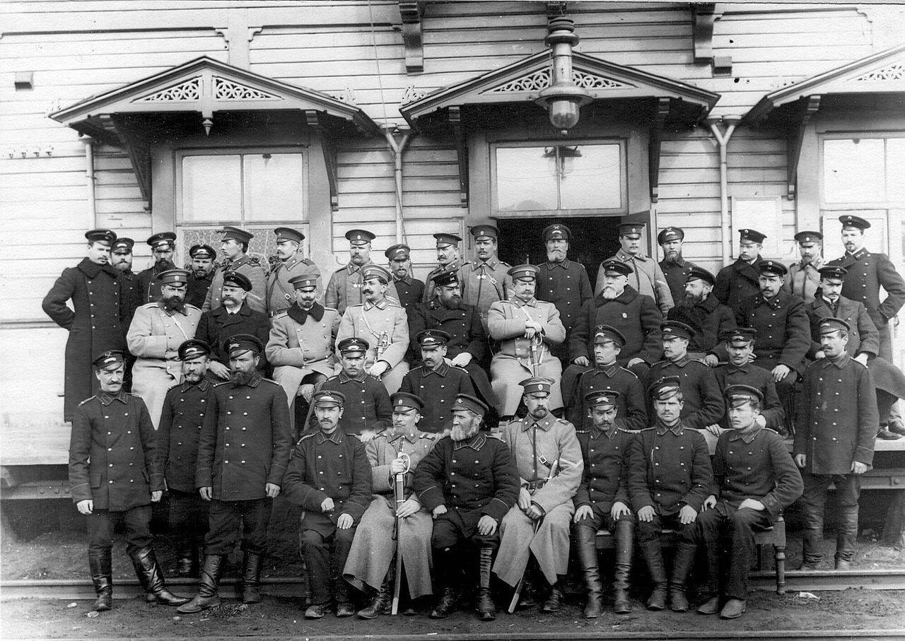 53. Группа пограничников и служащих таможни. Белоостров. 1908