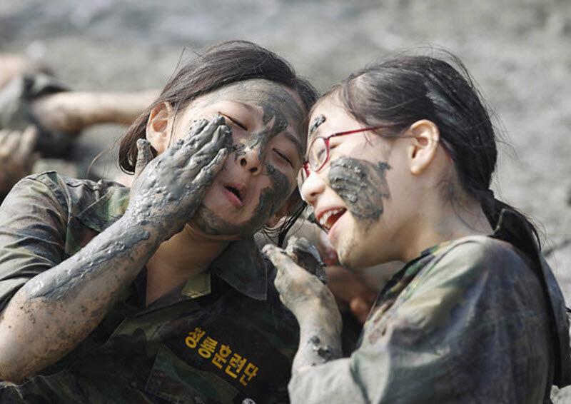 Военный лагерь для девочек (11 фото) .