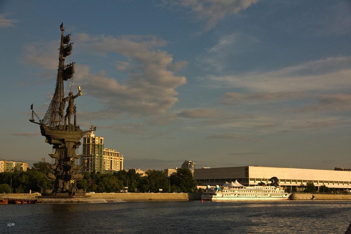 Памятник Петру Первому («В ознаменование 300-летия Российского флота»)