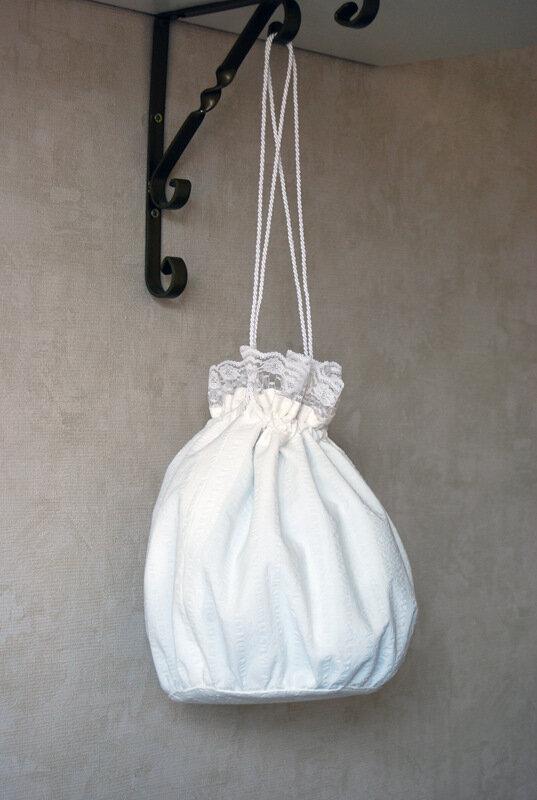 Сшила на заказ вот такую сумочку невесты, заодно и подушечку для...