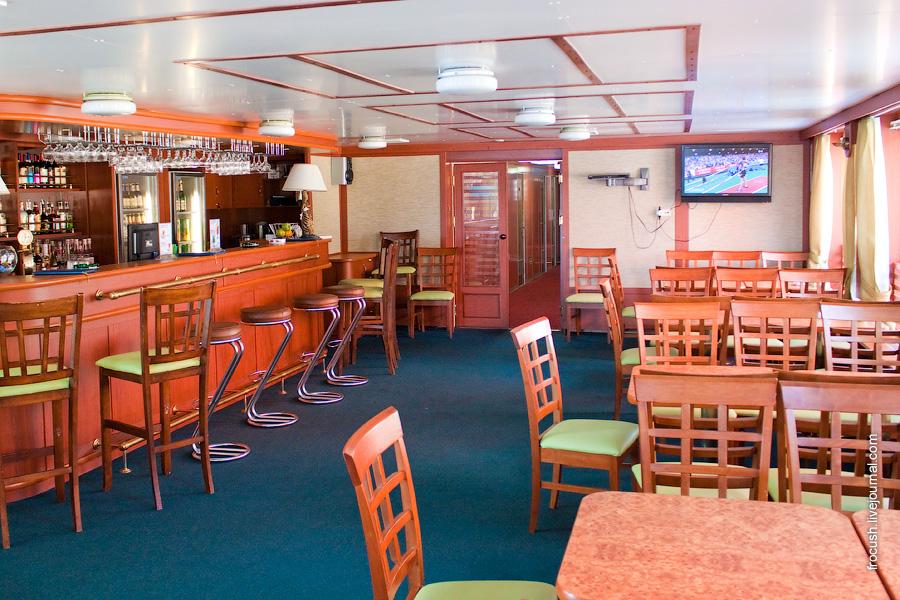 Диско-бар в кормовой части шлюпочной палубы теплохода «Александр Суворов»