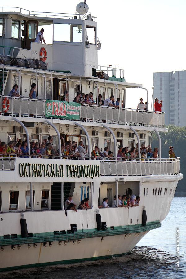 Июль 2010 года. Теплоход «Октябрьская революция» в Северном речном порту Москвы