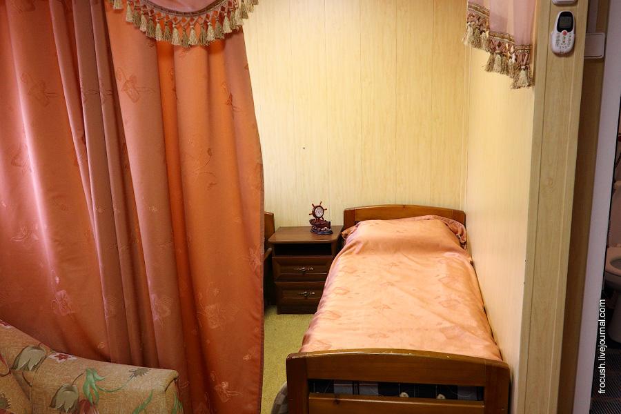 Каюта люкс №16 на средней палубе теплохода «Габдулла Тукай»