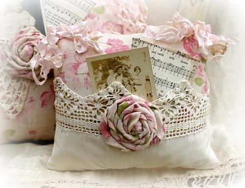 Подушка в винтажном стиле