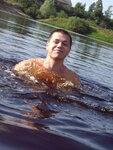 Вода сковала меня