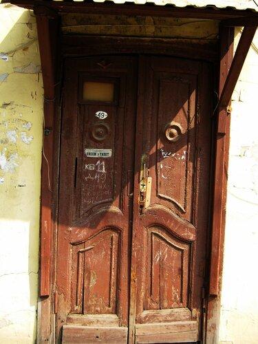 Дверь старого дома.