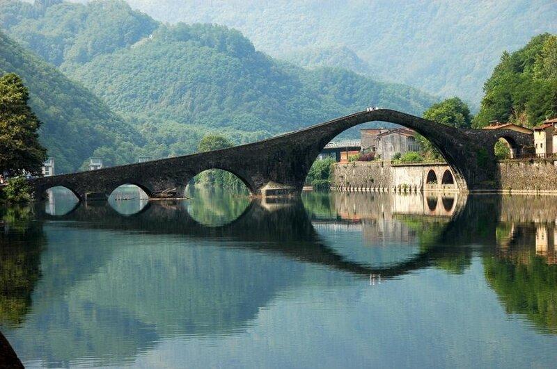 Мост через реку Серхио в Италии