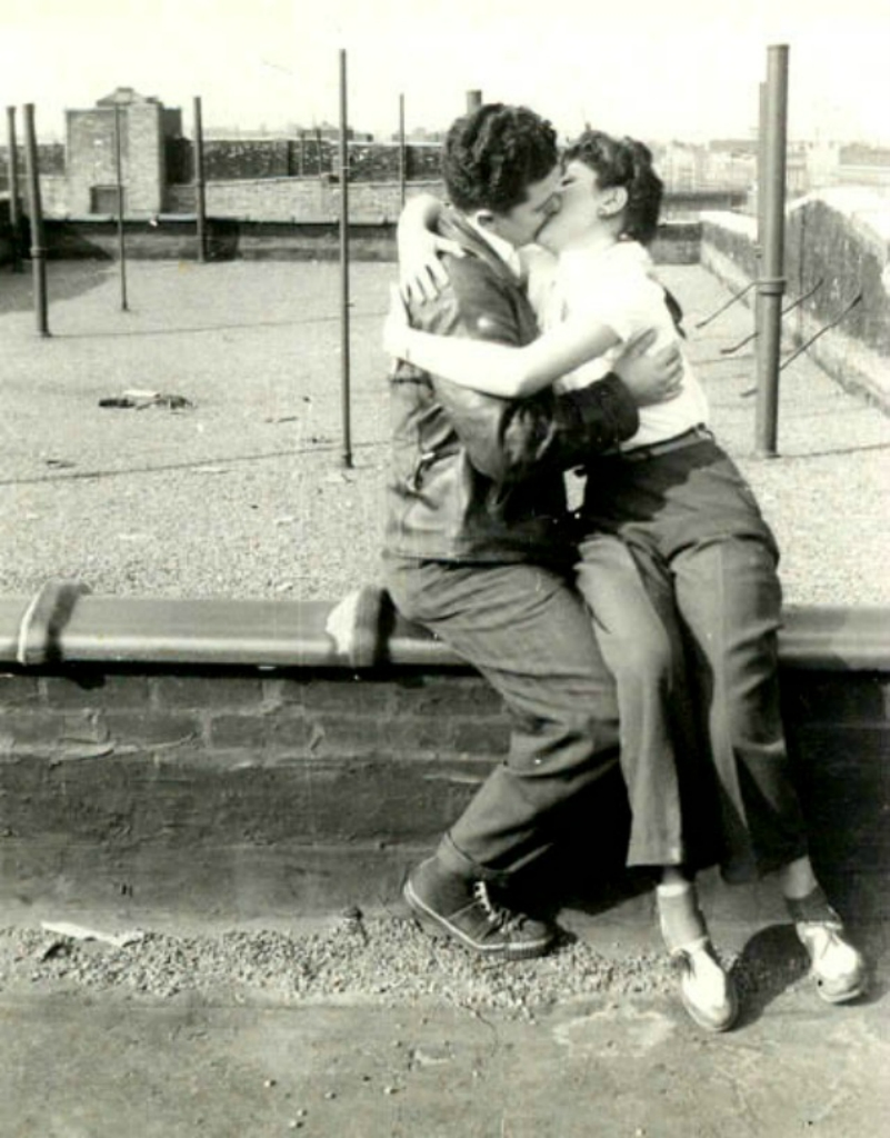 Kiss on a roof in Brownsville,Brooklyn,1941.jpg