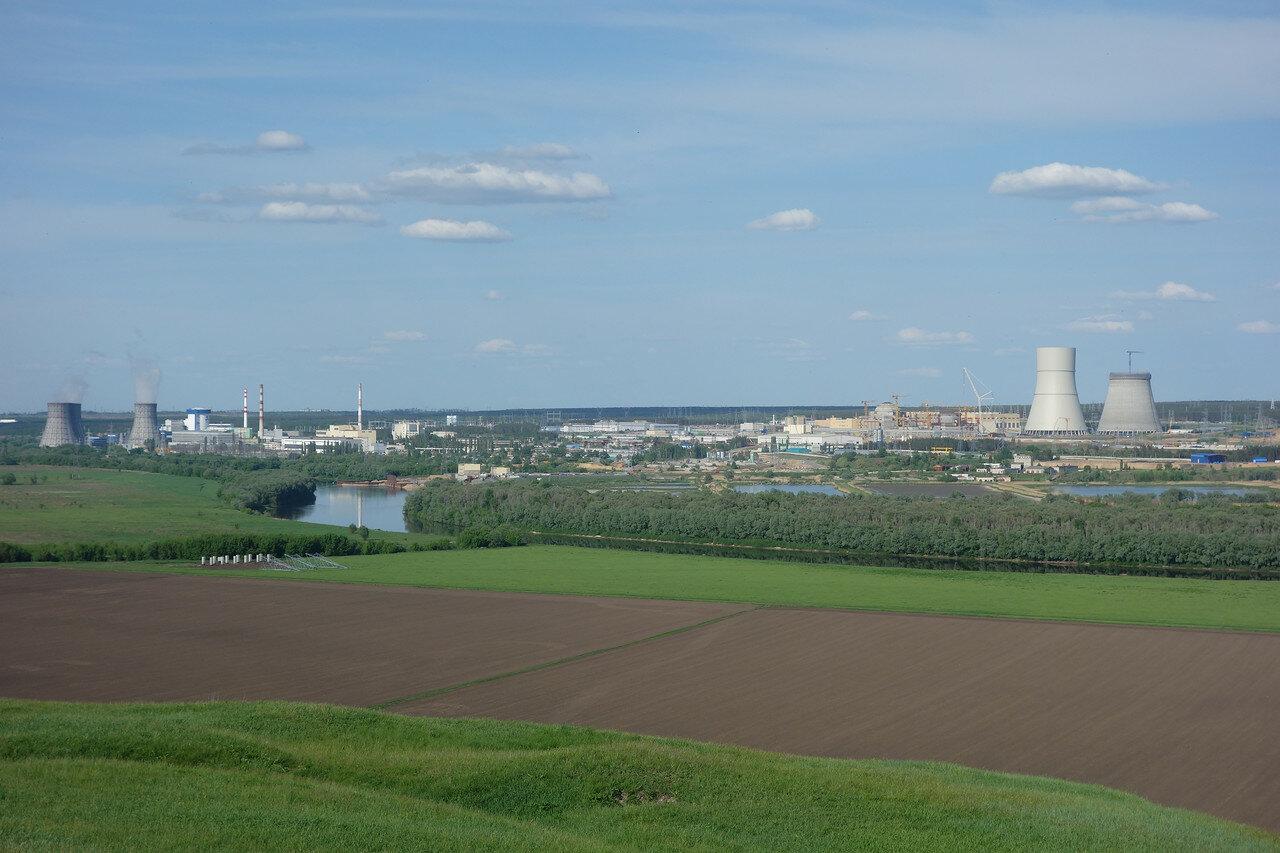 вид на Нововоронежскую АЭС с другого берега