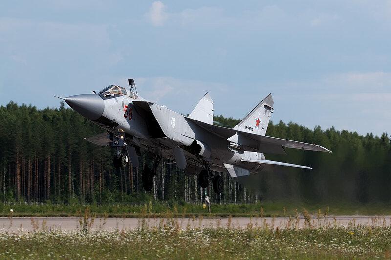 Микоян-Гуревич МиГ-31 (RF-95200 / 58 красный) D806455