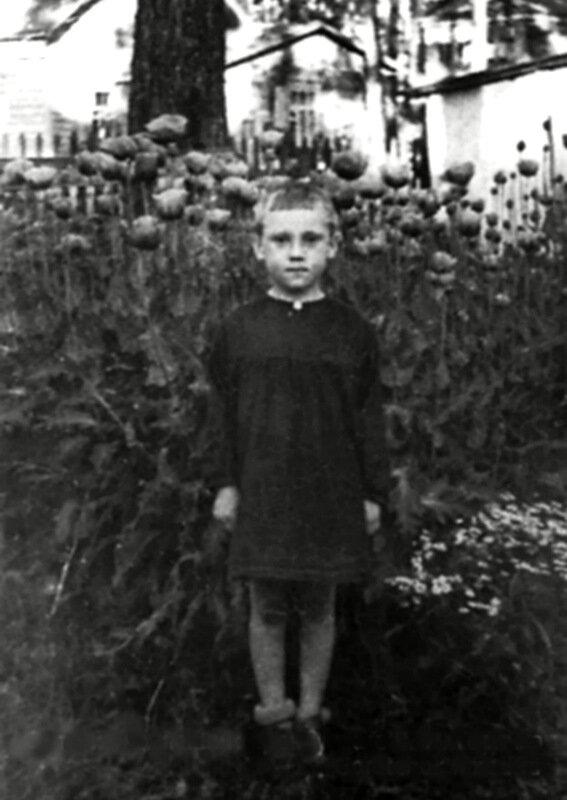 065 Володя Высоцкий в детском саду фабрики Свобода. Малаховка, 1943 год.jpg