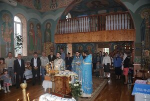 Biserica satului Vrănești în straie de sărbătoare