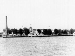 Вид выставочных павильонов на Крестовском острове со стороны Большой Невки.