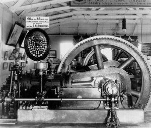 Турбогенератор, экспонированный акционерным обществом Дрезденской газомоторной фабрики.