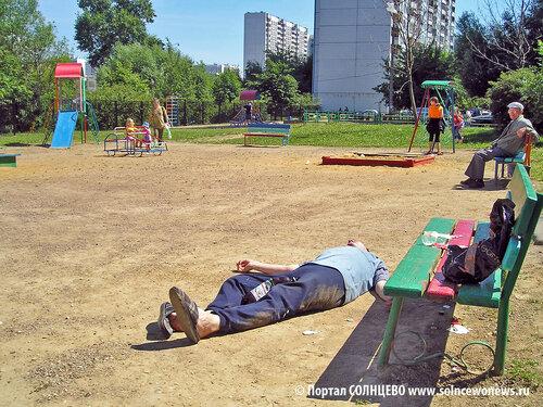 Солнцево, Авиаторов 12, детская площадка, июль 2006
