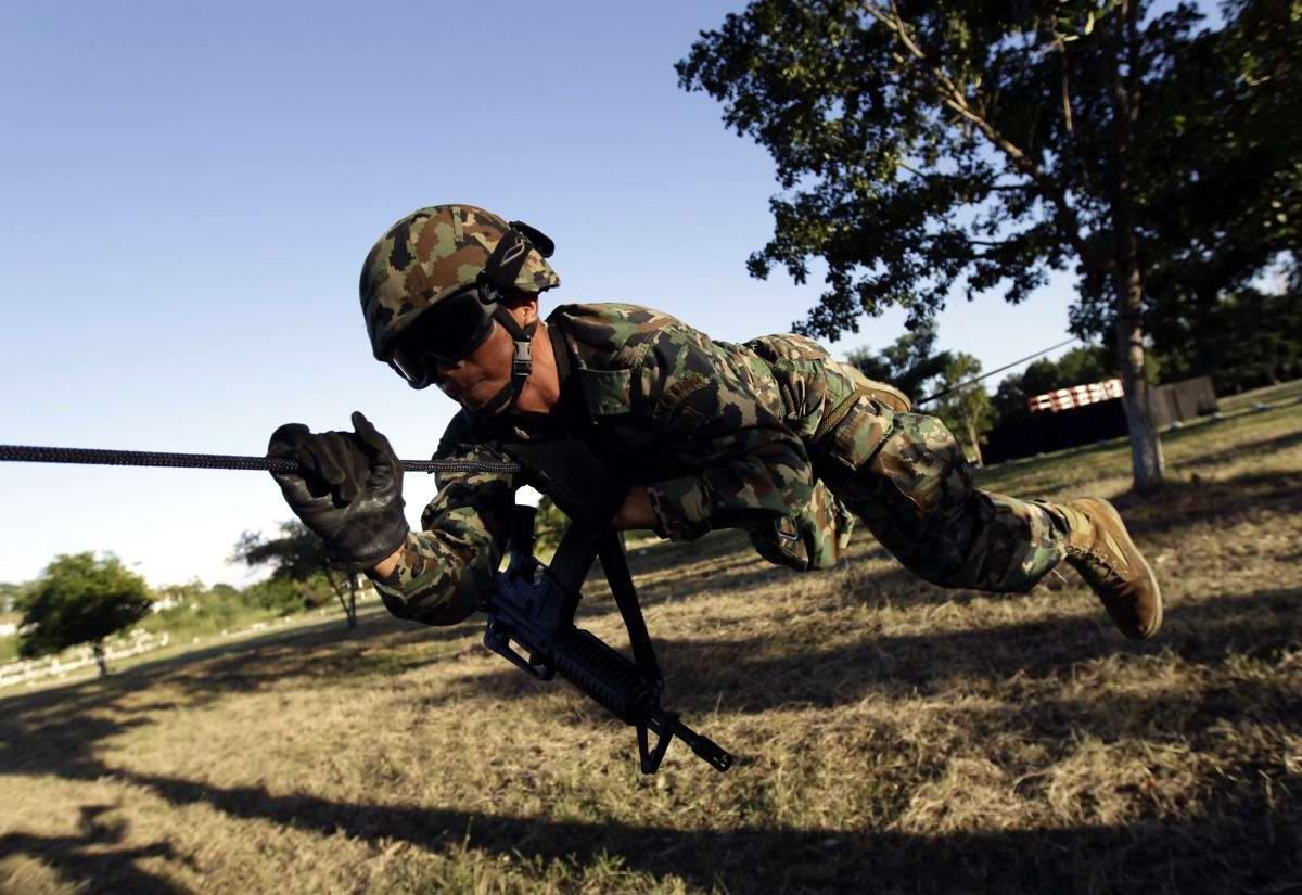 На учебном поле брани: Картинки из жизни бойцов различных спецназов (20)