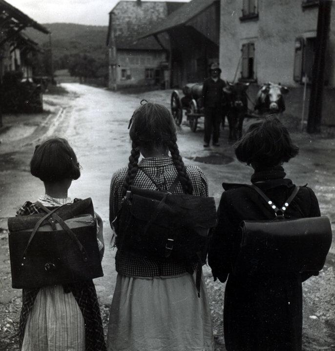 1945. Школьницы